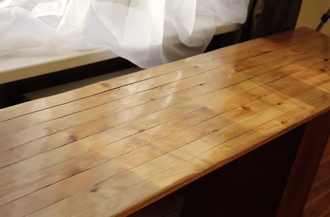 Як зняти старий паркет? як відновити старий паркет. Виготовлення паркету своїми руками: техніка виготовлення художнього паркету, переваги та недоліки стіл зі старого паркету своїми руками