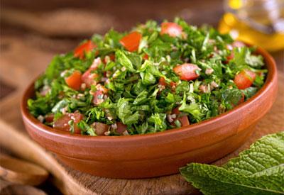 Трава для вітамінних салатів городній бурян. Їжа дачна-дуже вдала